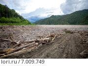Купить «Коряги около плотины ГЭС с подъездной дороги», фото № 7009749, снято 9 июля 2013 г. (c) Евгений Майнагашев / Фотобанк Лори