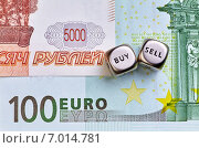 Кубики на фоне евро и рублей. Стоковое фото, фотограф Сергей Прокопенко / Фотобанк Лори