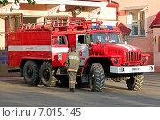 Купить «Г. Пятигорск, Пожарная машина МЧС», фото № 7015145, снято 18 мая 2011 г. (c) Карданов Олег / Фотобанк Лори