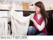 Купить «Cheerful brunette woman doing laundry», фото № 7021909, снято 17 января 2014 г. (c) Яков Филимонов / Фотобанк Лори
