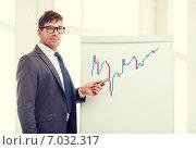 businessman pointing to forex charton flip board. Стоковое фото, фотограф Syda Productions / Фотобанк Лори