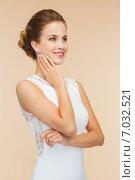 Купить «smiling woman in white dress with diamond ring», фото № 7032521, снято 1 июня 2014 г. (c) Syda Productions / Фотобанк Лори