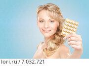 Купить «happy young woman holding package of pills», фото № 7032721, снято 3 апреля 2010 г. (c) Syda Productions / Фотобанк Лори