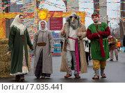 Купить «Ряженые во время празднования Широкой Масленицы на территории ВДНХ в городе Москве», фото № 7035441, снято 17 января 2019 г. (c) Николай Винокуров / Фотобанк Лори