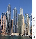 Купить «Небоскребы в Dubai Marina городе Дубай, ОАЭ», фото № 7037305, снято 30 октября 2014 г. (c) SevenOne / Фотобанк Лори