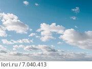 Купить «Голубое небо с белыми облаками», фото № 7040413, снято 22 февраля 2015 г. (c) Захар Гончаров / Фотобанк Лори