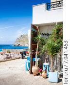 Купить «Небольшой дворик в селе Мохлос. Крит, Греция», фото № 7041453, снято 8 мая 2014 г. (c) photoff / Фотобанк Лори