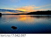 Купить «Карельский закат. Озеро Энгозеро, Россия», фото № 7042097, снято 21 января 2014 г. (c) Сергей Трофименко / Фотобанк Лори