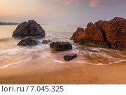Купить «Большие валуны и песчаный пляж утром», фото № 7045325, снято 21 ноября 2014 г. (c) Константин Лабунский / Фотобанк Лори