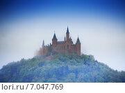 Купить «Удивительный вид на замок Гогенцоллерн в тумане», фото № 7047769, снято 27 апреля 2014 г. (c) Сергей Новиков / Фотобанк Лори