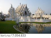 Купить «Белый храм Ват Ронг Кхун в Чианграе, Северный Таиланд», фото № 7054833, снято 19 января 2015 г. (c) Natalya Sidorova / Фотобанк Лори