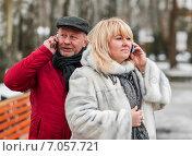 Купить «Мужчина и женщина среднего возраста разговаривают по сотовым телефонам зимой на свежем воздухе», эксклюзивное фото № 7057721, снято 23 февраля 2015 г. (c) Игорь Низов / Фотобанк Лори