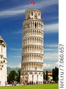 Купить «Падающая башня в Пизе, Италия», фото № 7060657, снято 10 мая 2014 г. (c) Наталья Волкова / Фотобанк Лори