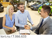 Купить «happy couple with car dealer in auto show or salon», фото № 7066633, снято 22 января 2015 г. (c) Syda Productions / Фотобанк Лори