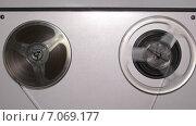 Купить «Катушки на магнитофоне», видеоролик № 7069177, снято 18 февраля 2015 г. (c) Михаил Коханчиков / Фотобанк Лори