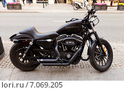 Купить «Мотоцикл Харли-Дэвидсон XL1200 Nightster на улице в Варшаве, Польша», фото № 7069205, снято 20 октября 2014 г. (c) Иван Марчук / Фотобанк Лори