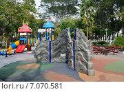 Купить «Детская площадка в парке», фото № 7070581, снято 20 января 2015 г. (c) Овчинникова Ирина / Фотобанк Лори