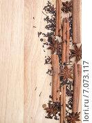 Чайные листья и специи на деревянном фоне. Стоковое фото, фотограф Юлия Ладанова / Фотобанк Лори