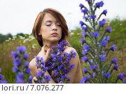 Девушка на цветочном лугу. Стоковое фото, фотограф Ильина Анна / Фотобанк Лори