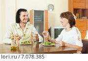 Купить «woman with a wonderful man eats a veggie salad at home», фото № 7078385, снято 3 июня 2013 г. (c) Яков Филимонов / Фотобанк Лори