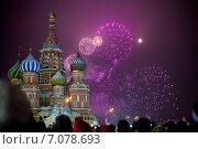 Купить «Салют на Красной площади в Москве», фото № 7078693, снято 1 января 2013 г. (c) Efanov Aleksey / Фотобанк Лори