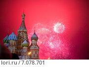 Купить «Салют на Красной площади в Москве», фото № 7078701, снято 1 января 2013 г. (c) Efanov Aleksey / Фотобанк Лори