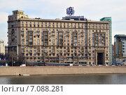Купить «Новый Арбат, 31/12 - двенадцатиэтажный дом сталинской архитектуры», эксклюзивное фото № 7088281, снято 24 февраля 2015 г. (c) lana1501 / Фотобанк Лори