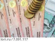 Купить «Фрагмент железнодорожных билетов и деньги», фото № 7091117, снято 4 марта 2015 г. (c) Николай Белецкий / Фотобанк Лори