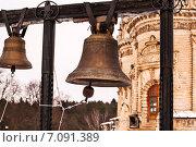 Сарые колокола с колокольни у церкви в Дубровицах (2015 год). Стоковое фото, фотограф Владимир Николаевич Гневушев / Фотобанк Лори