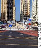 Трамвайные пути в Марина-бей г. Дубай, ОАЭ, фронтальный вид (2014 год). Редакционное фото, фотограф SevenOne / Фотобанк Лори