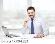 Купить «smiling businessman with laptop and documents», фото № 7094221, снято 15 марта 2014 г. (c) Syda Productions / Фотобанк Лори