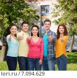 Купить «group of smiling teenagers over campus background», фото № 7094629, снято 22 июня 2014 г. (c) Syda Productions / Фотобанк Лори