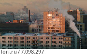 Купить «Вечерний городской пейзаж с дымом», видеоролик № 7098297, снято 9 марта 2015 г. (c) Gravicapa / Фотобанк Лори