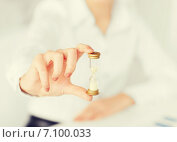 Купить «woman hand with sandglass», фото № 7100033, снято 24 апреля 2013 г. (c) Syda Productions / Фотобанк Лори