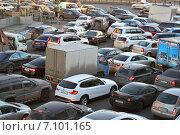 Пробка на Устьинской набережной в Москве, эксклюзивное фото № 7101165, снято 17 февраля 2015 г. (c) lana1501 / Фотобанк Лори