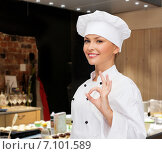 Купить «smiling female chef showing ok hand sign», фото № 7101589, снято 7 января 2014 г. (c) Syda Productions / Фотобанк Лори