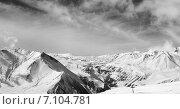 Купить «Черно-белые зимние снежные горы», фото № 7104781, снято 22 февраля 2014 г. (c) Анна Полторацкая / Фотобанк Лори