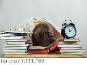 Купить «Уставшая студентка или школьница уснула за столом с книгами. Подготовка к экзаменам», фото № 7111169, снято 17 февраля 2015 г. (c) Anelina / Фотобанк Лори
