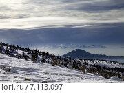 Купить «Зимние горы и облачное небо», фото № 7113097, снято 19 февраля 2015 г. (c) Анна Полторацкая / Фотобанк Лори