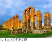 Купить «old roman aqueduct in evening lights. Merida», фото № 7119389, снято 18 ноября 2014 г. (c) Яков Филимонов / Фотобанк Лори