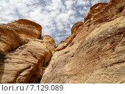 Купить «Горы Петра, Иордания, Ближний Восток», фото № 7129089, снято 9 апреля 2014 г. (c) Владимир Журавлев / Фотобанк Лори