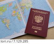 Загранпаспорт и карта мира (2014 год). Стоковое фото, фотограф Ника Денова / Фотобанк Лори