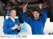 Купить «Team of mechanics working together», фото № 7135505, снято 4 октября 2014 г. (c) Wavebreak Media / Фотобанк Лори