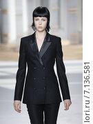 Купить «NEW YORK, NY - FEBRUARY 18: A model walks the runway at the Boss Womens fashion show during Mercedes-Benz Fashion Week Fall on February 18, 2015 in NYC.», фото № 7136581, снято 18 февраля 2015 г. (c) Anton Oparin / Фотобанк Лори
