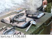 Купить «Приготовление еды на армейской полевой кухне в походных условиях», фото № 7136661, снято 19 августа 2018 г. (c) FotograFF / Фотобанк Лори