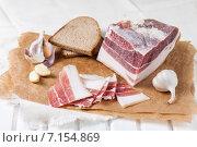 Соленое сало с чесноком и черным ржаным хлебом. Стоковое фото, фотограф Лариса Дерий / Фотобанк Лори