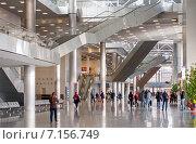 Купить «Интерьер холла выставочного павильона Crocus City Hall», эксклюзивное фото № 7156749, снято 22 марта 2015 г. (c) Константин Косов / Фотобанк Лори