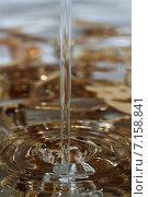 Полет капель воды, абстрактный фон. Стоковое фото, фотограф Евгений Брызгалов / Фотобанк Лори
