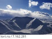 Купить «Облака над снежными горами», фото № 7162281, снято 27 февраля 2013 г. (c) Анна Полторацкая / Фотобанк Лори