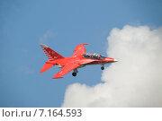 Купить «Международный авиационно-космический салон МАКС-2013. Полет красного учебно-боевого самолета Як-130 с выпущенным шасси», фото № 7164593, снято 26 августа 2013 г. (c) Малышев Андрей / Фотобанк Лори